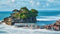 Bali adası Endonezya'da dır. Tapınaklar, ormanları mevcuttur. Turizm merkezidir.